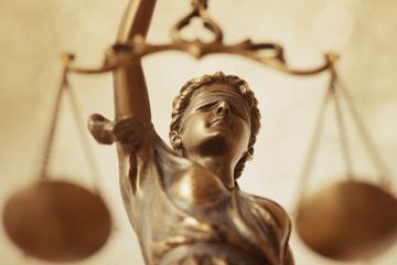 καταγγελία παράνομης διδασκαλίας στην Εκκλησιαστική Ακαδημία